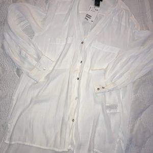 NWT H&M White Sheer Button Down Shirt w pockets